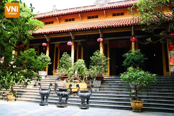 Inside Quan Su Pagoda, Hanoi - Vietnam