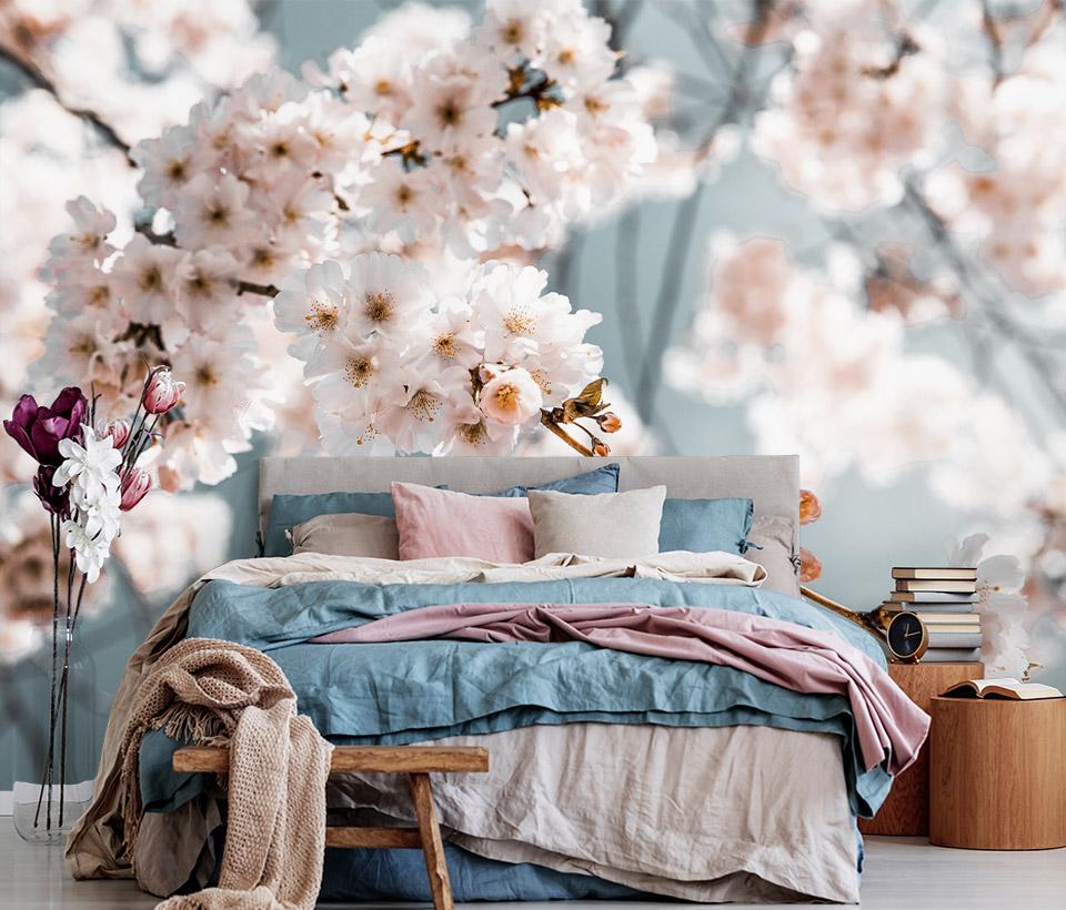 Фотообои с цветами сакуры в интерьере спальни