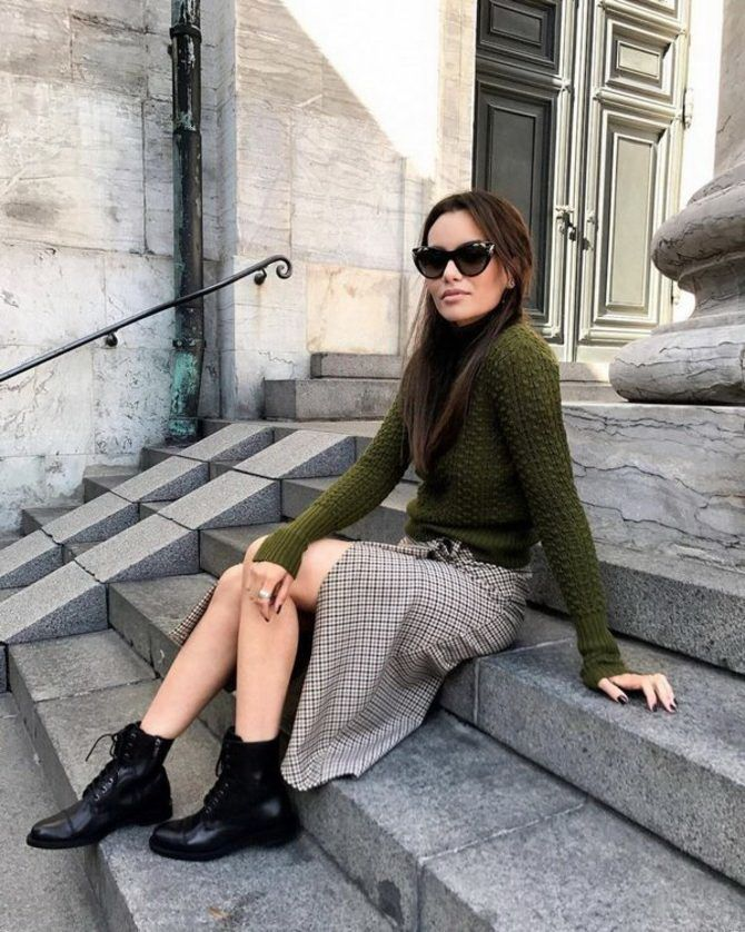 Sweater and a skirt: the most fashionable winter combinations 25