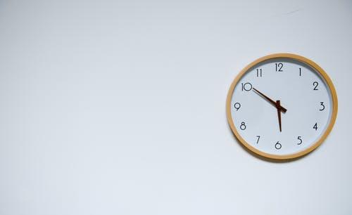 photo/wall-clock-at-5-50