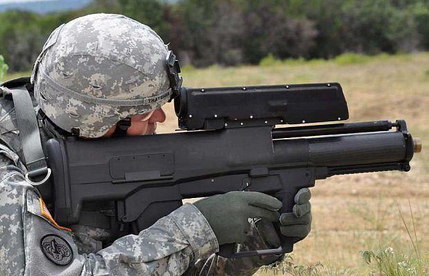 XM25 CDTE— гранатомет свычислительным блоком, встроенным вгранату, который позволяет заранее вычислять расстояние/время снаряда иподрывать его прямо над головой противника. Дальность выстрела около 500 метров.