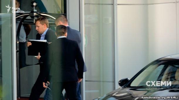 Знову камера фіксує депутата Хомутинніка в аеропорту