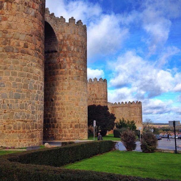 Muralla . Que ver en Ávila en un día