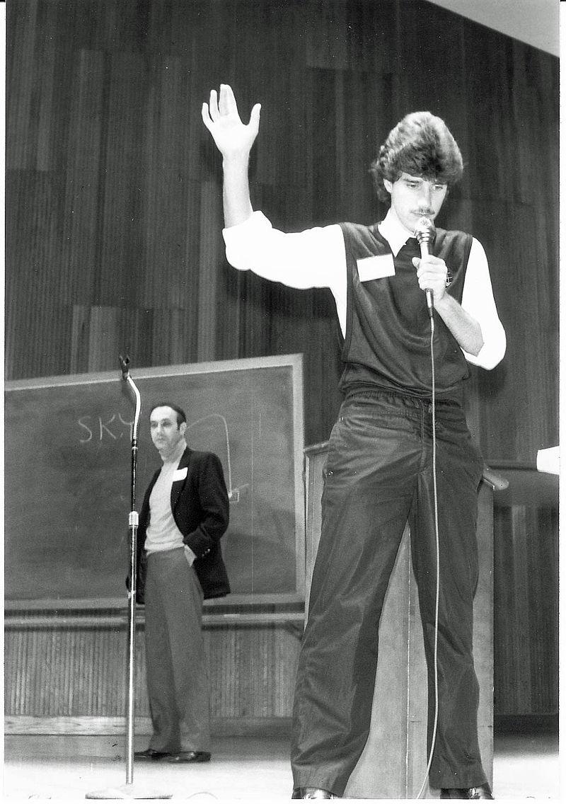 Banachek performing on stage.