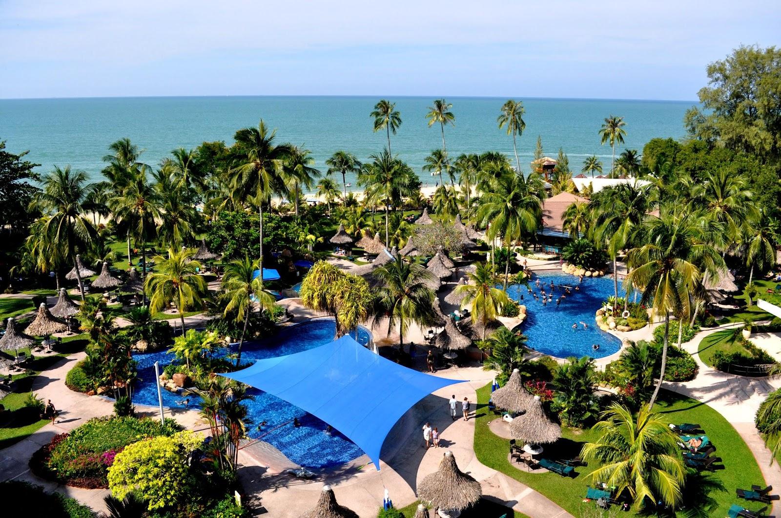 penang-batu-ferringhi-shangri-la-resort-palms-pool-sunny