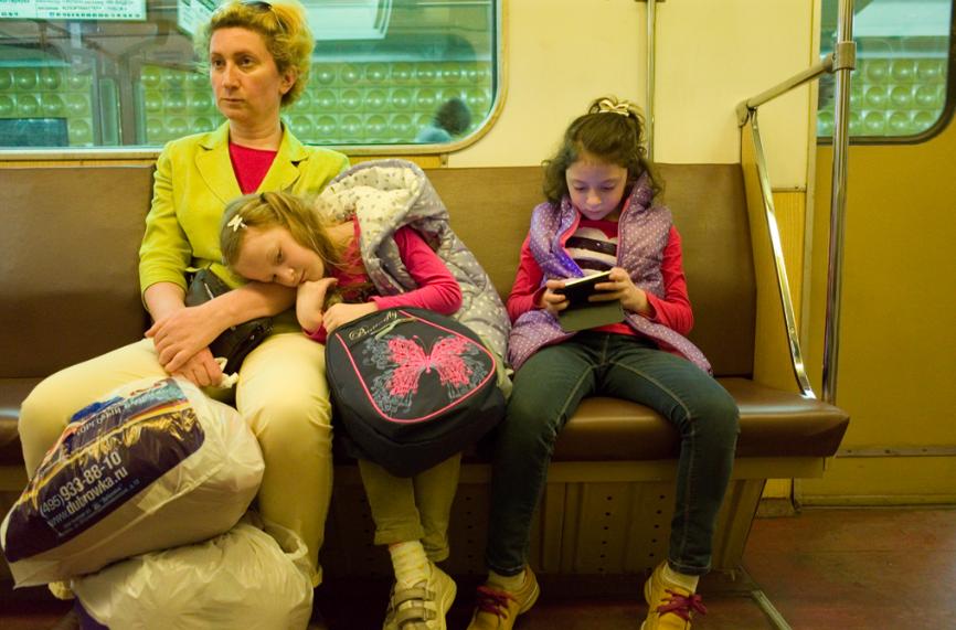 Карточки: как купить ребёнку первый телефон