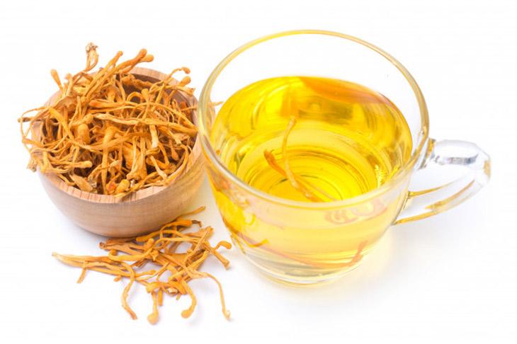 Hãm trà trùng thảo là cách sử dụng đơn giản, mang lại nhiều tác dụng