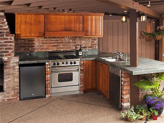 Free-Standing Brick Unit Outdoor Kitchen