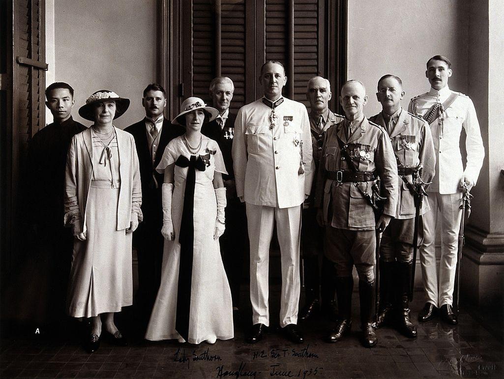 Thomas Southorn và vợ ở Hồng Kông năm 1935.jpg