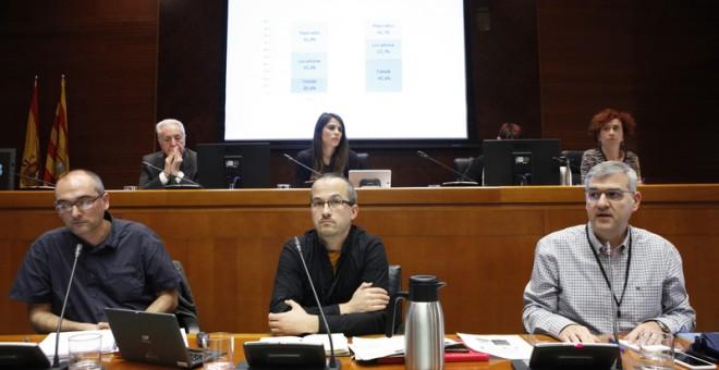 Los sociólogos Chabier Gimeno y Natxo Sorolla y el lingüista Javier Giral explicaron la situación de las lenguas minoritarias ante la Comisión de Comparecencias de las Cortes de Aragón