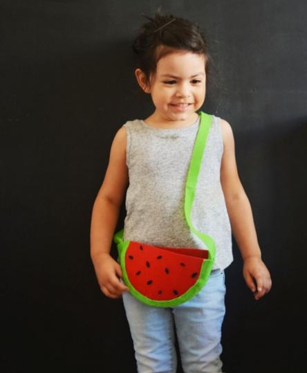 Cách làm túi xách bằng vải nỉ hình hoa quả tặng bé diện chơi 6