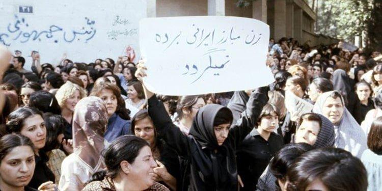 زنان ایرانی انکار چهار دهه استبداد مذهبی - کمیسیون زنان شورای ملی مقاومت  ایران