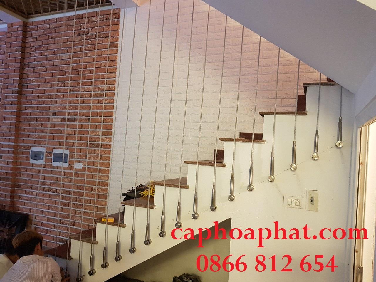 Có 2 cách thi công lưới bảo vệ cầu thang