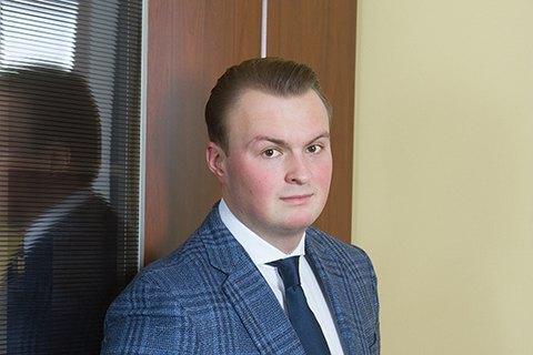 За даними розслідувачів, Гладковський-молодший разом із двома своїми