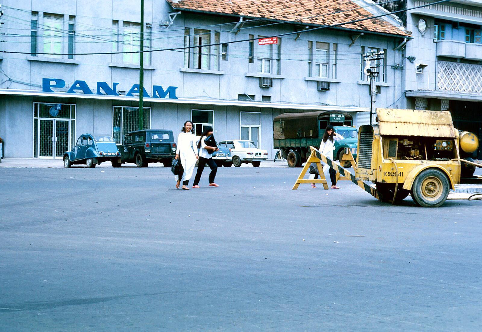 60 tấm ảnh màu đẹp nhất của đường phố Saigon thập niên 1960-1970 - 38