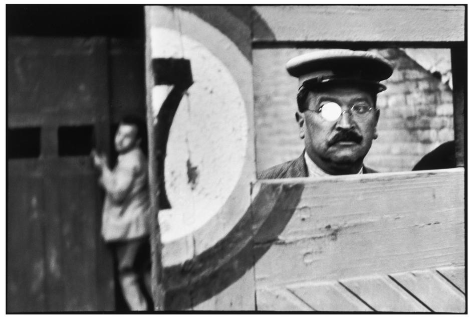 Composition in photography - we learn from the masters. Henri Cartier-Bresson.