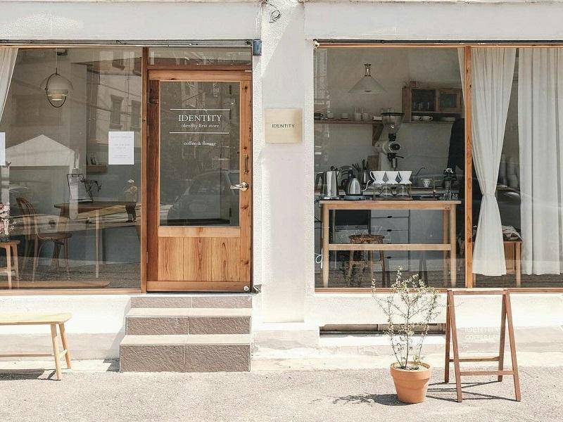 Thiết kế quán cafe mặt tiền 5m phong cách tối giản