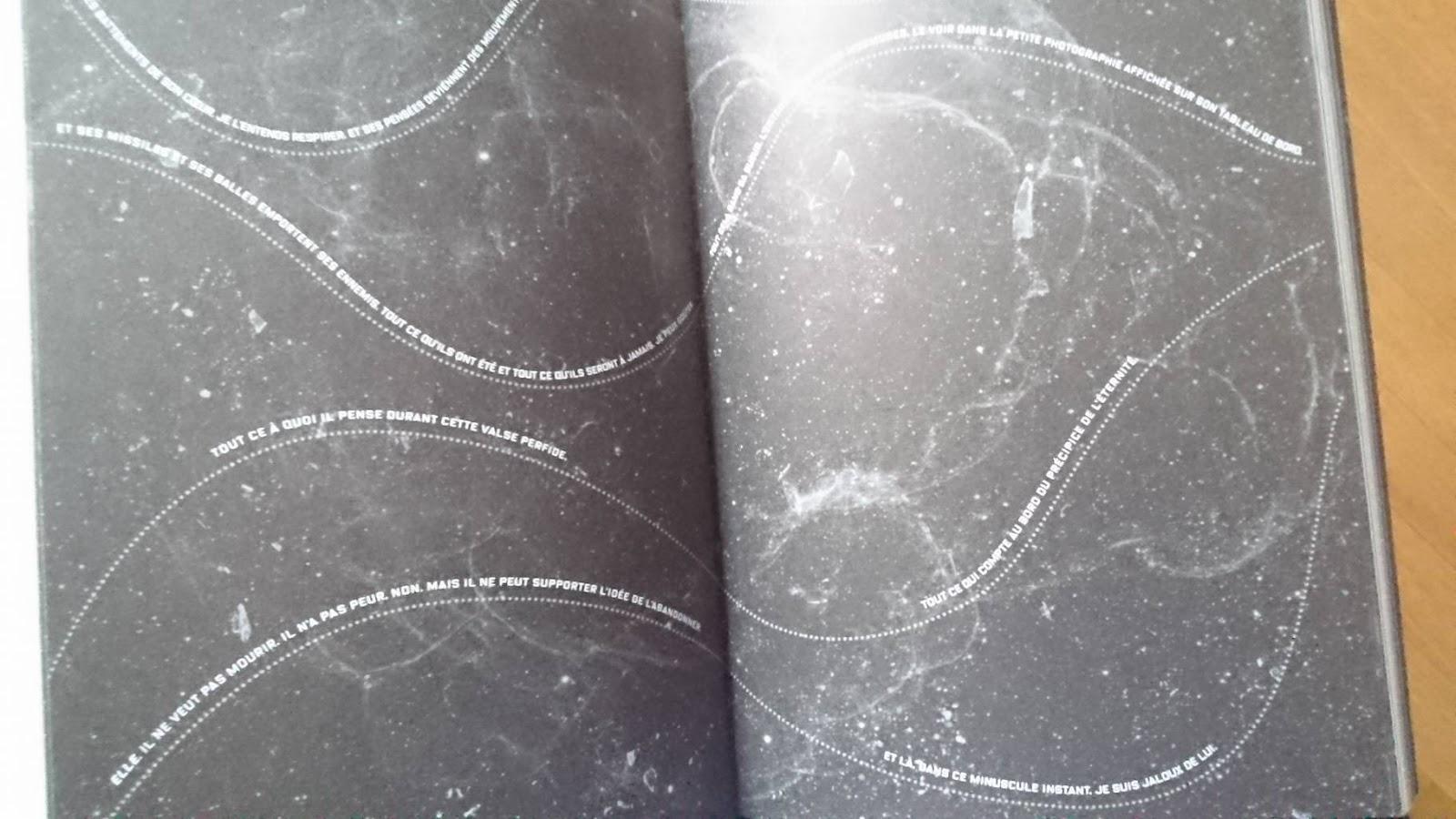 Une des pages d'illuminae