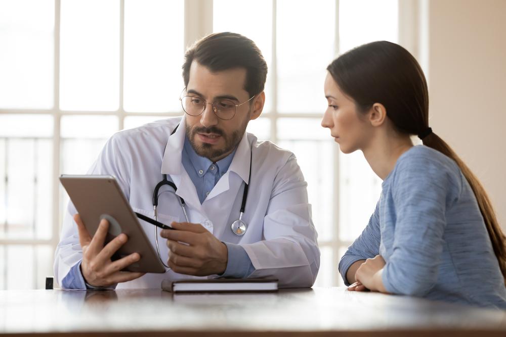 Personalizar o atendimento médico permite mais efetividade no cuidado com o paciente. (Fonte: Shutterstock/fizkes/Reprodução)