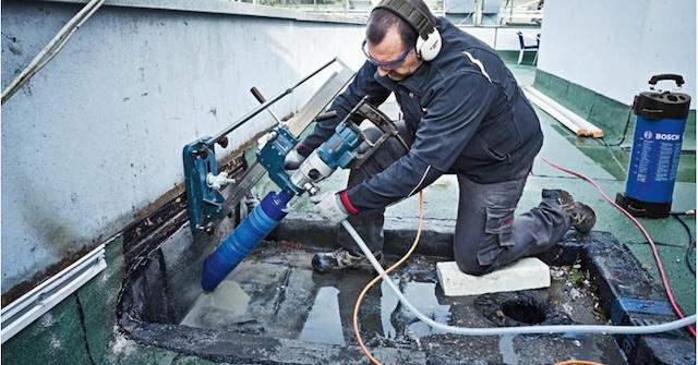 Máy khoan rút lõi bê tông Bosch GDB 180 WE có công suất 2000W