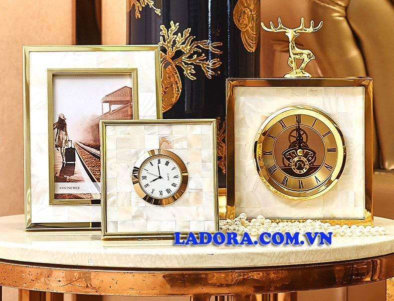 đồng hồ để bàn mang nhiều ý nghĩa tốt đẹp tại ladora shop ở hà nội