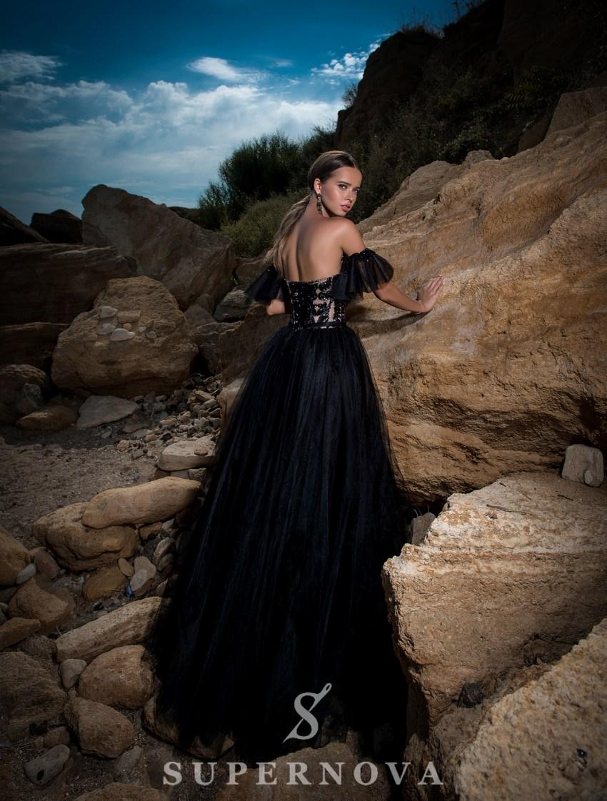 Чорна вечірня сукня