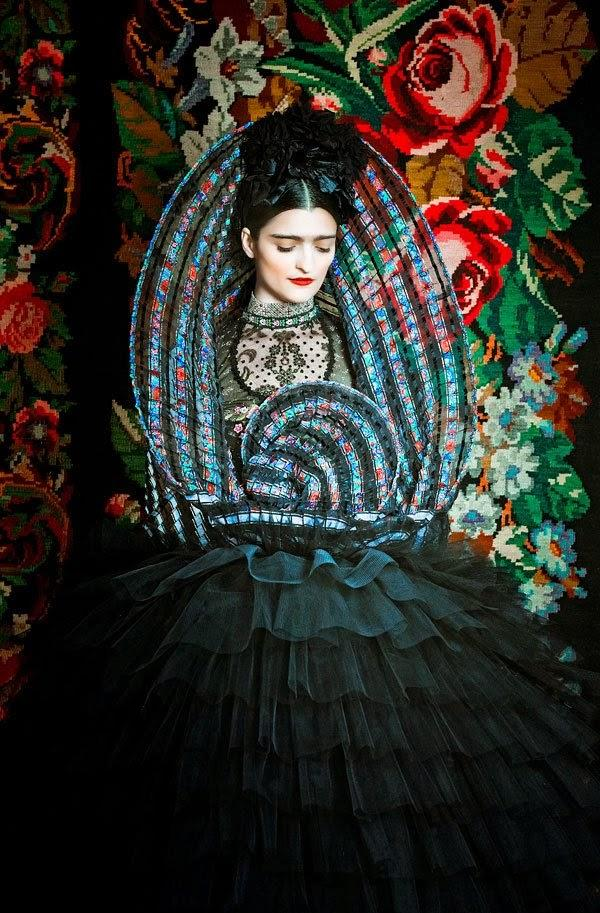 http://4.bp.blogspot.com/-nQhIGnBLeMU/VHWktiAUATI/AAAAAAAACLc/WHB5rRMvpEA/s1600/fashion-designer-Susanne-Bisovsky-3.1.jpg