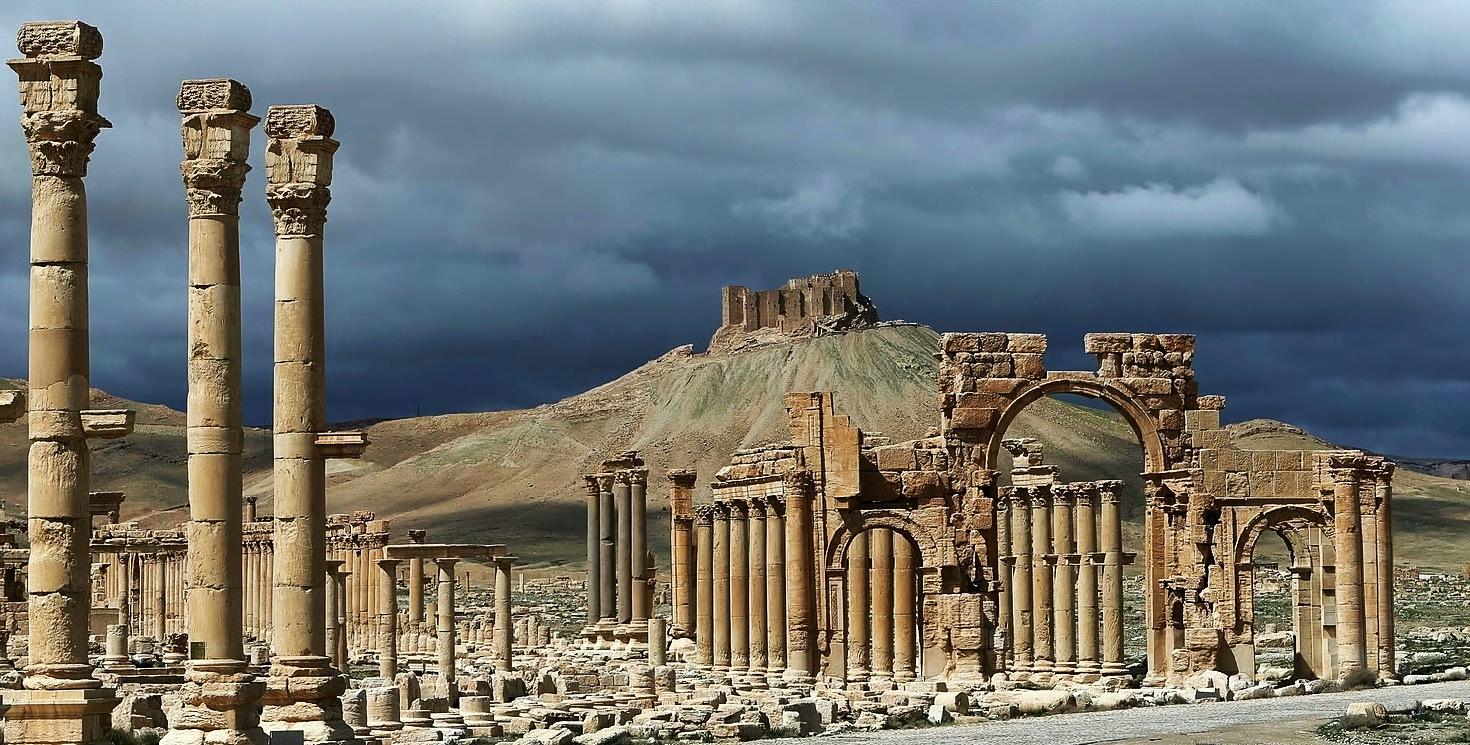 Palmyra-Ruinas y Castillo-Joseph Eid.jpg