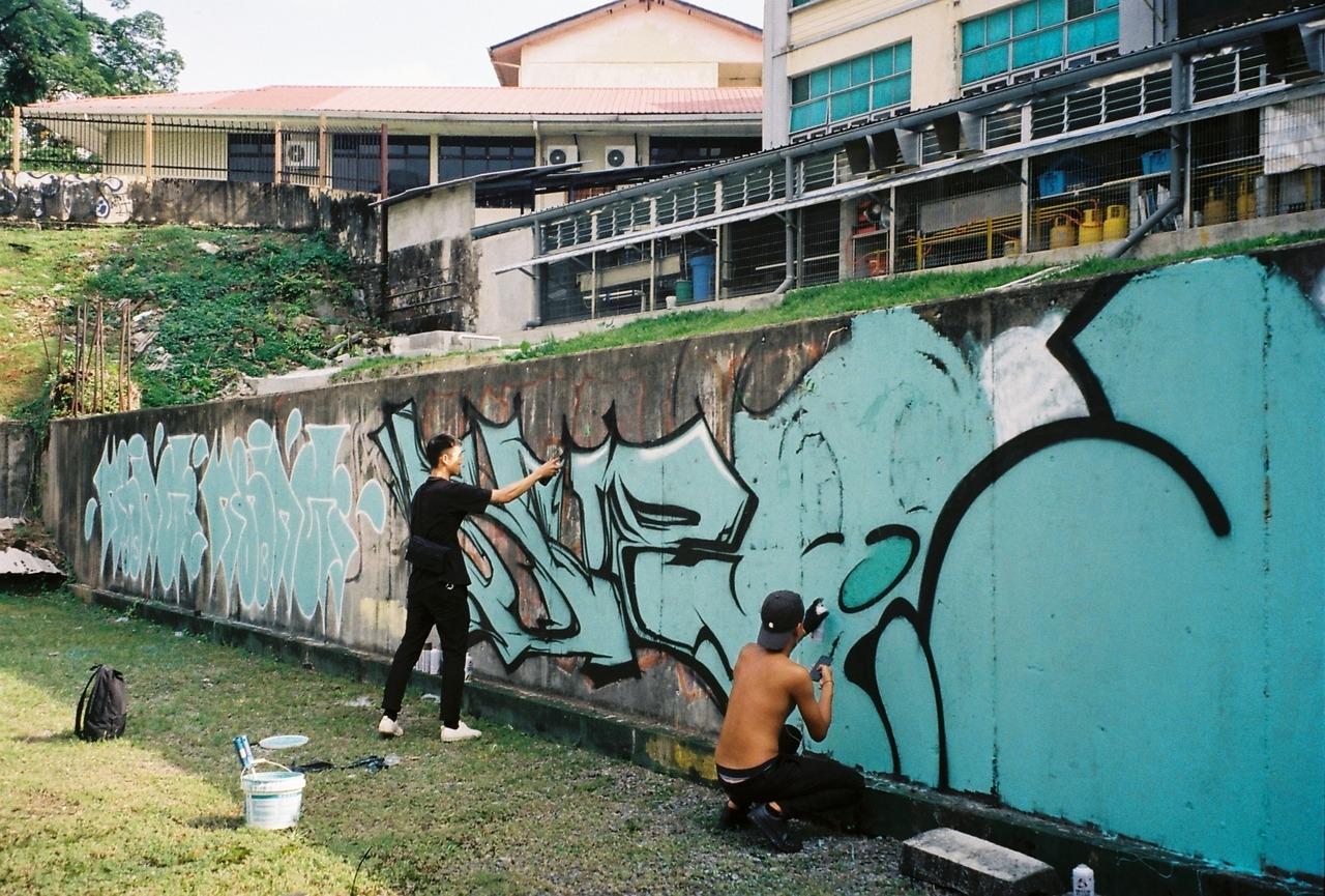 Anak muda malaysia yang biasanya tertindas kini sedang merasakan letupan semangat itu yang membuat kancah graffiti dan urban art di malaysia sedang tumbuh