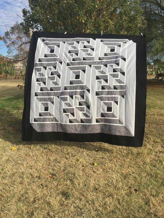 Labrynth quilt created by Susan Ramos  Queen size quilt: