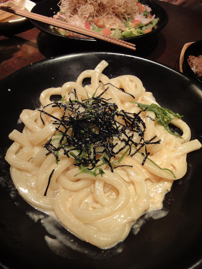 西式明太子醬料搭配日式寬烏龍麵也是很美味的搭配喔!