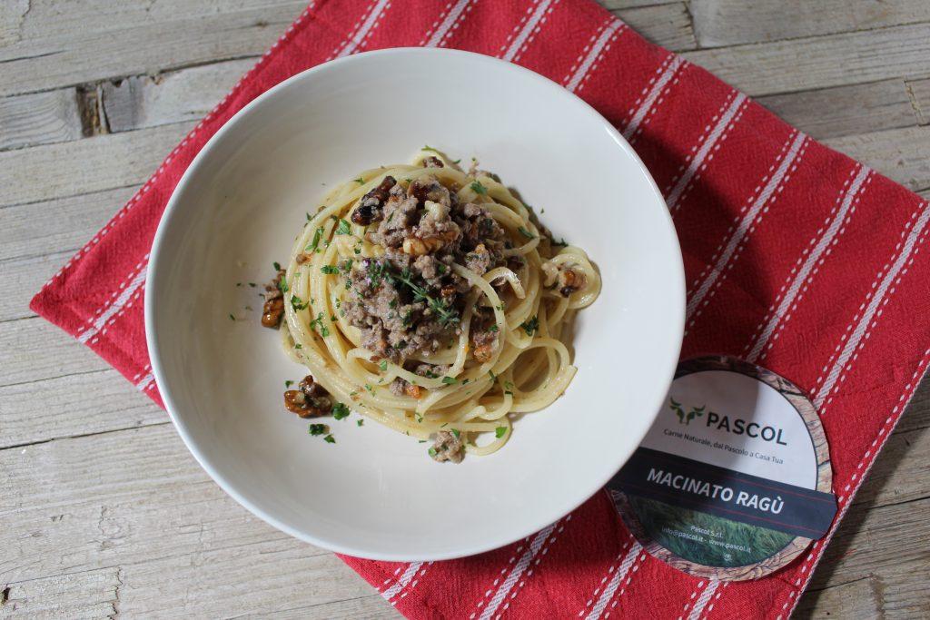 spaghetti con ragù bianco e noci