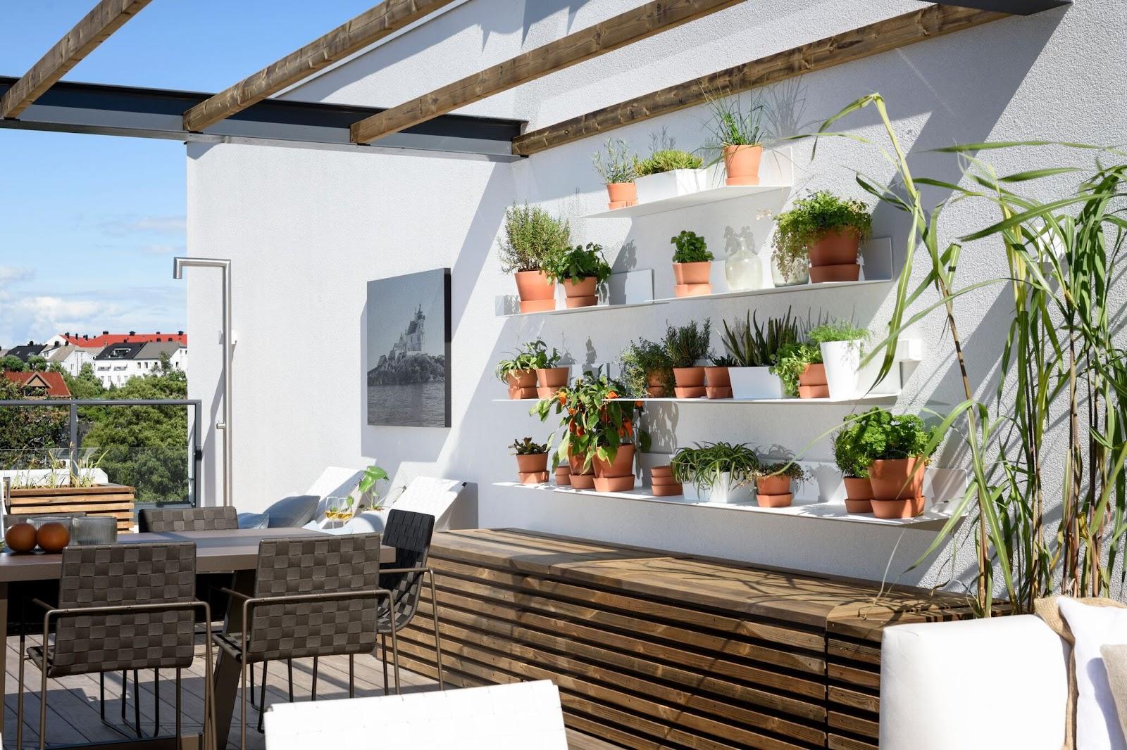 terrasse med kjøkkenhage