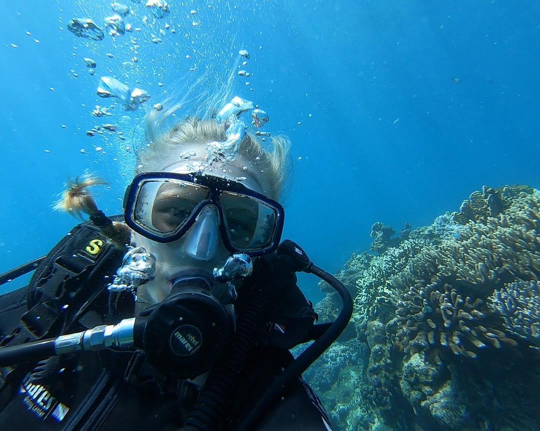 Taking selfies underwater