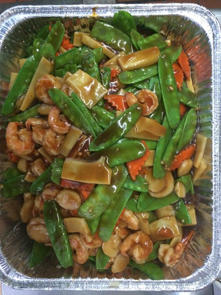 Photo of Eastern Winds Chinese Restaurant - Fremont, CA, United States. Snow peas prawns small party trey
