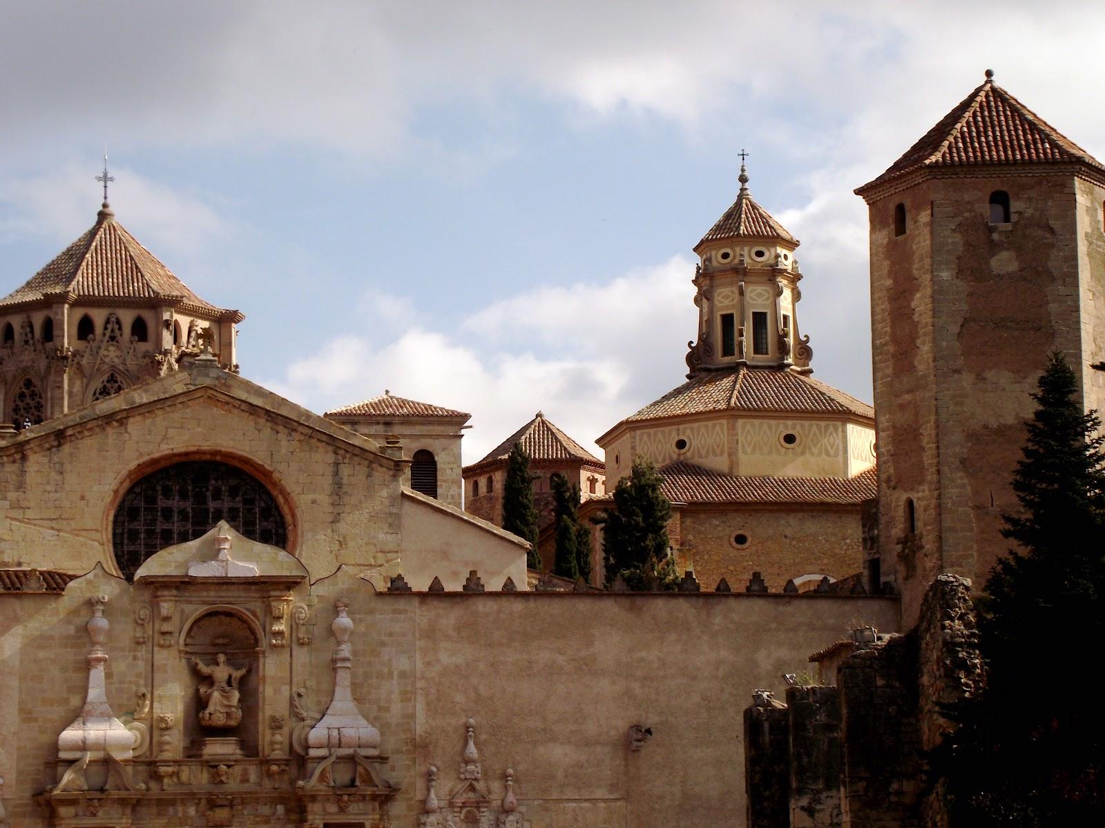 https://upload.wikimedia.org/wikipedia/commons/f/f5/Reial_Monestir_de_Santa_Maria_de_Poblet_(Vimbod%C3%AD_i_Poblet)_-_56