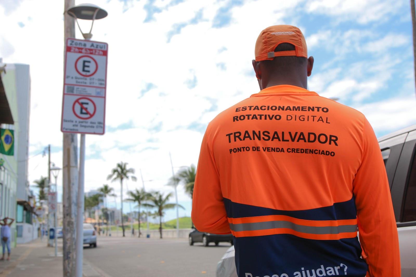 Zona Azul facilita o acesso a vagas de estacionamentos em vias públicas. (Fonte: Transalvador)