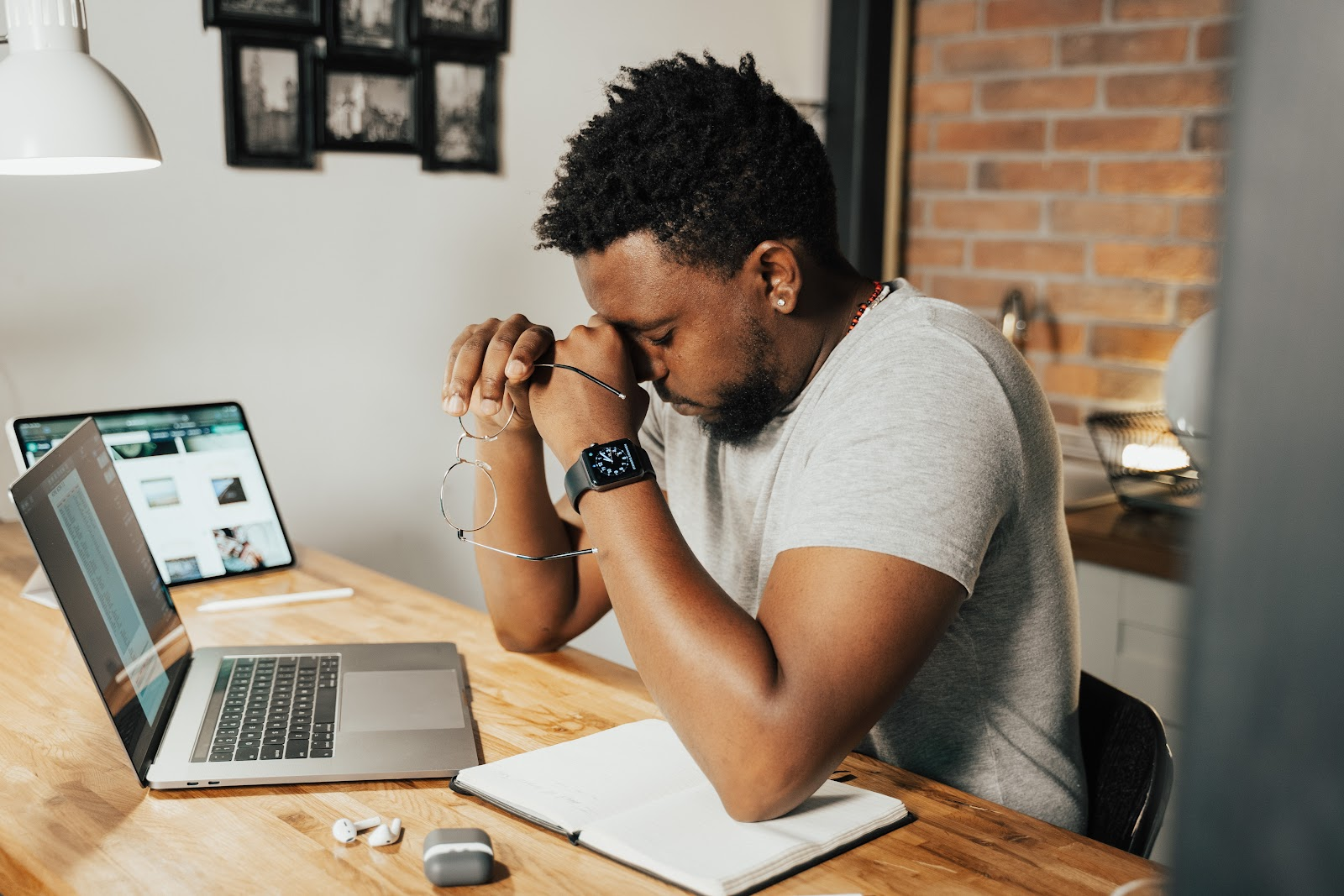 A dificuldade de se desligar do trabalho é a principal queixa de que atua em home office. (Fonte: Pexels)
