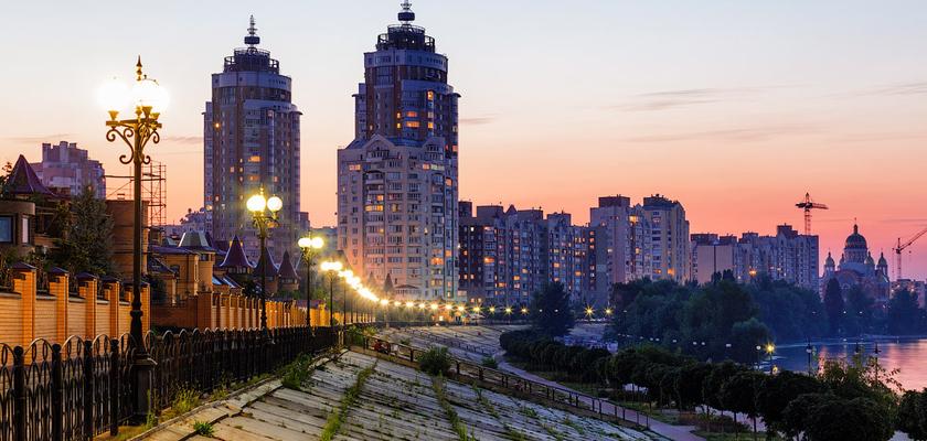 Оболонська набережна в Києві