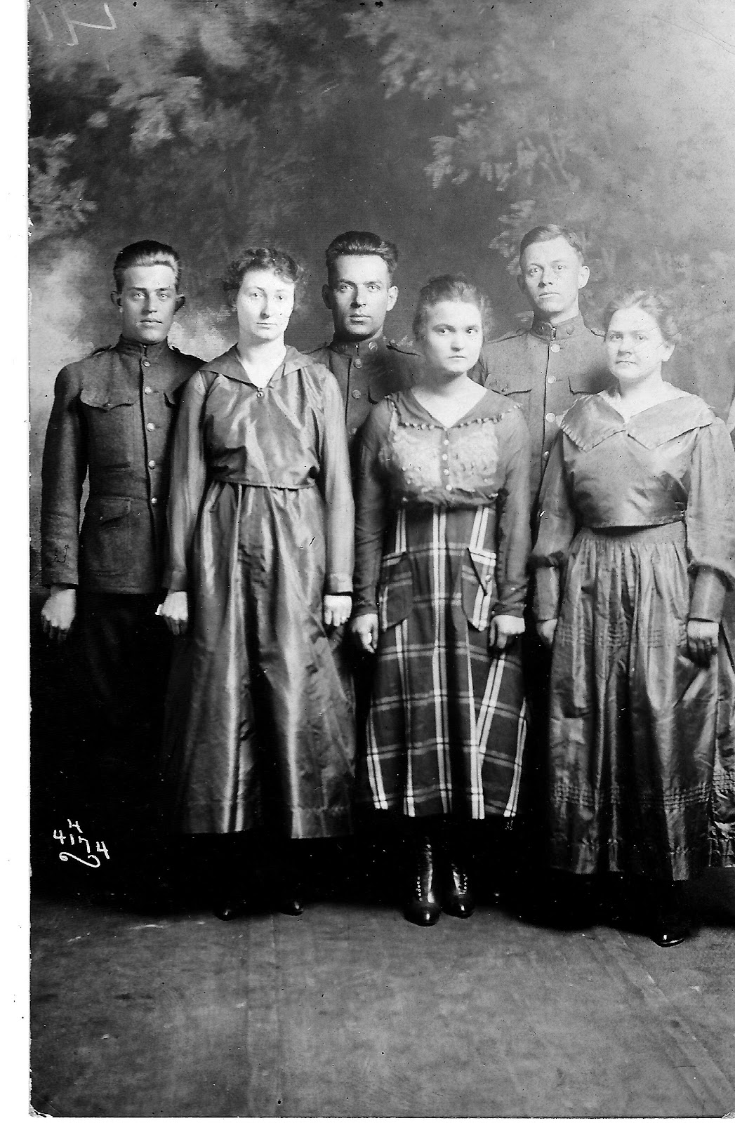 WWI WT Vaughn Tom Abbott Clyde Cox and wives 1917.jpg
