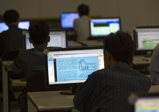 Студенты используют северокорейский интранет в Большом народном образовательном центре в Пхеньяне