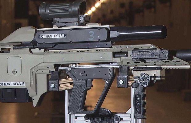 Канадские вооруженные силы сейчас тестируют эту футуристическую винтовку-конструктор. Она может работать врежиме обыкновенной полуавтоматической винтовки, дробовика идаже гранатомета.