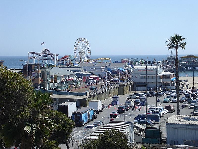 800px-Santa_Monica_Pier_Top_View.jpg