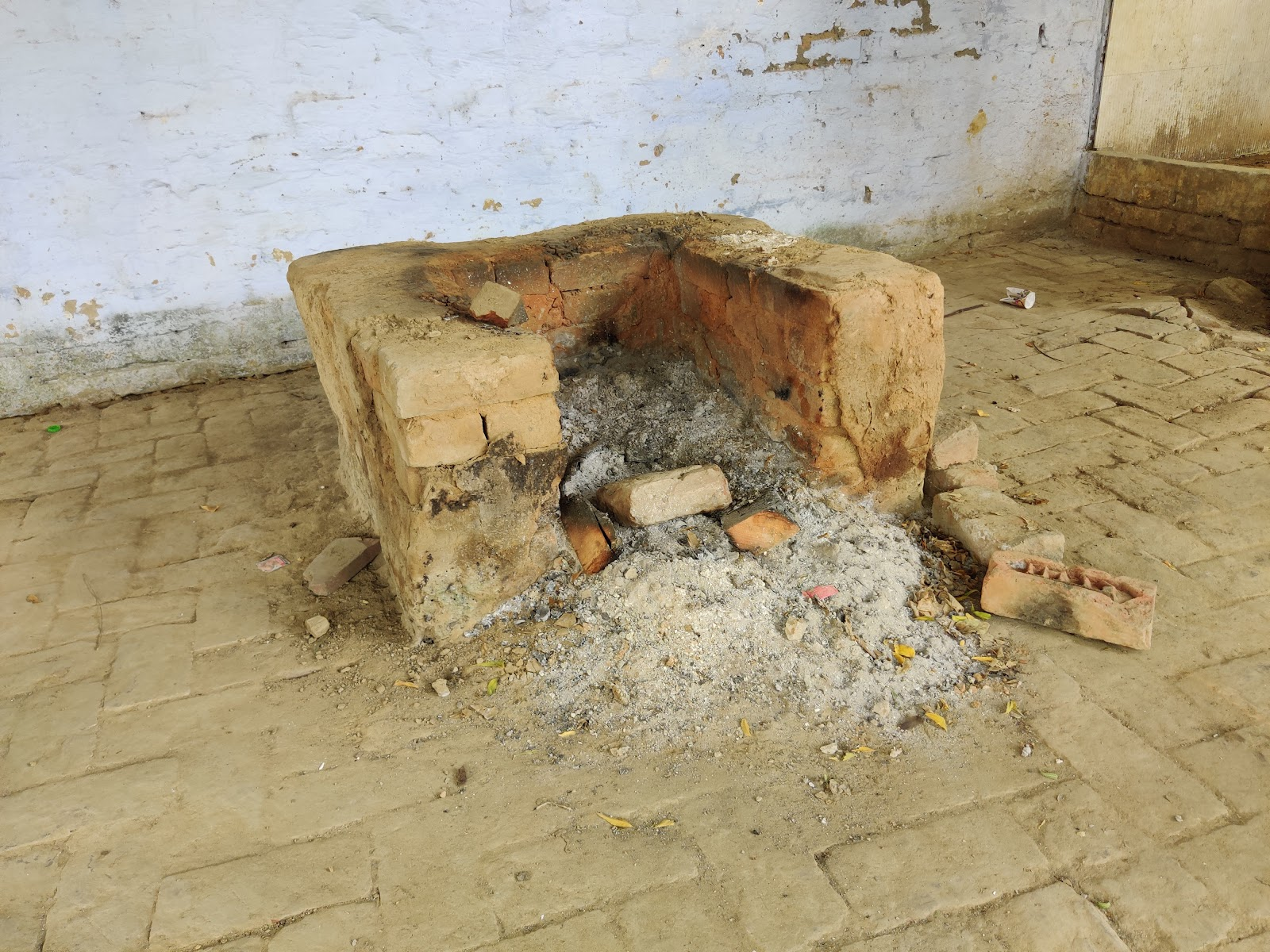 भंडारा स्थल जहाँ मालपुआ और सब्जी का प्रसाद बनता है