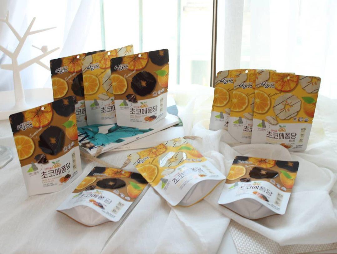 TAMRAONE: Dried Jeju Mandarin Choco White, Cemilan Untuk Nonton Drakor