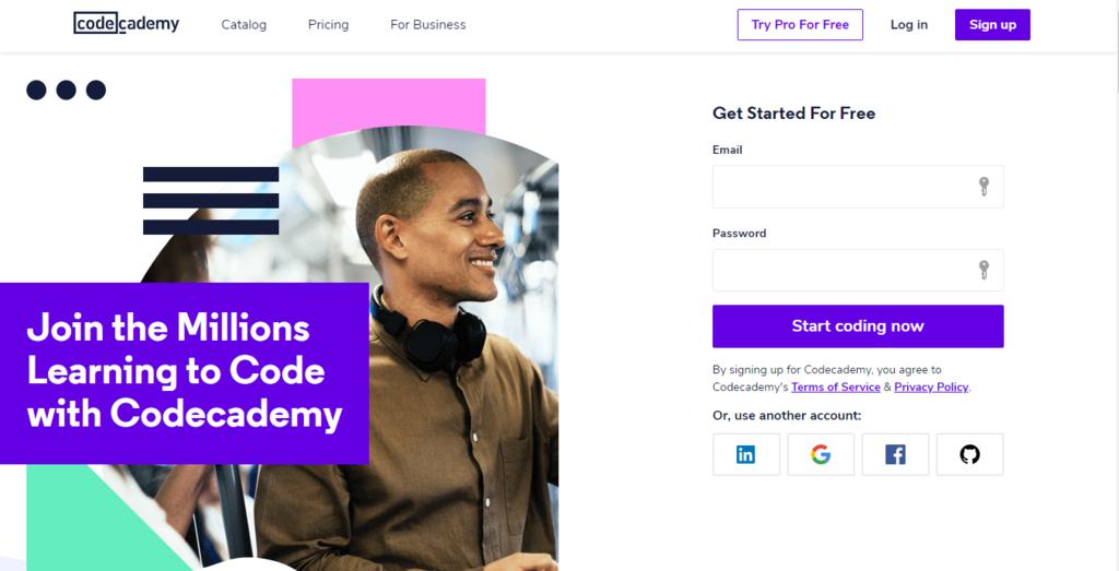 aprender linguagens de programação na plataforma Code Academy está entre as ideias para trabalhar em casa