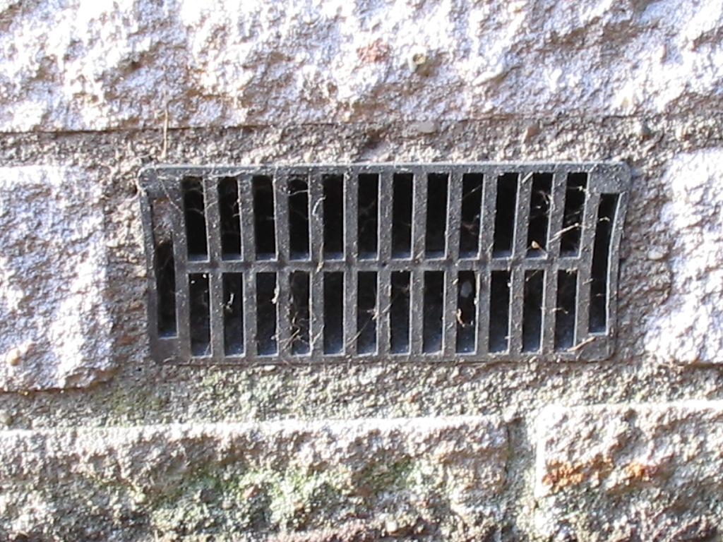 Should I keep my crawl space vents open or closed?