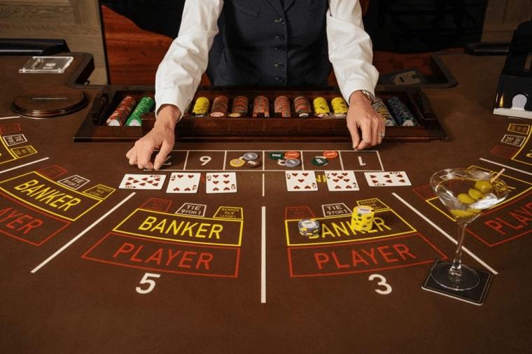 So sánh kết giữa các tay chơi bài với nhà cái