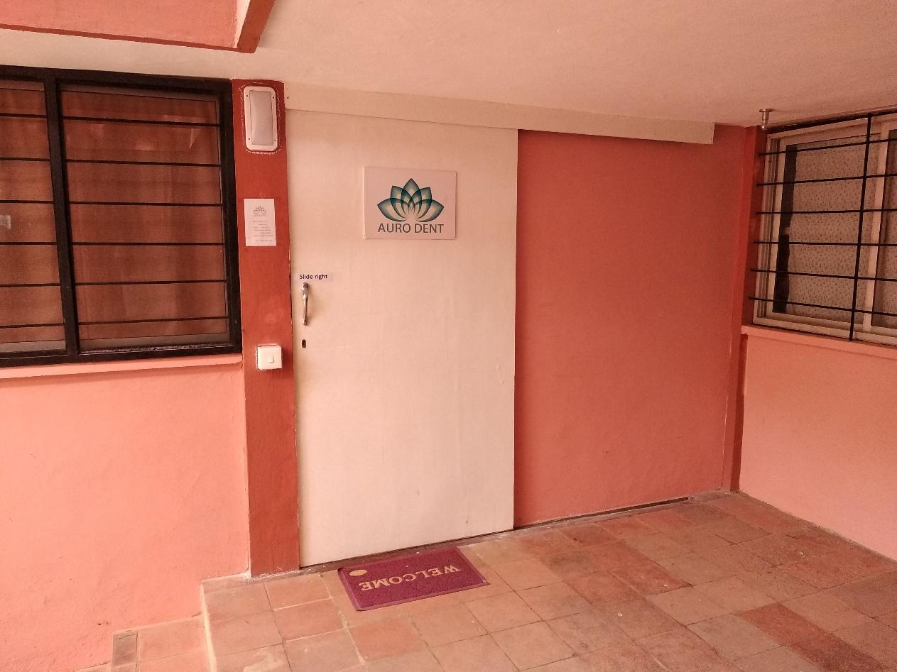Auro Dent (singkatan dari Auro Dentist) merupakan satu-satunya klinik pengobatan gigi di seluruh Auroville