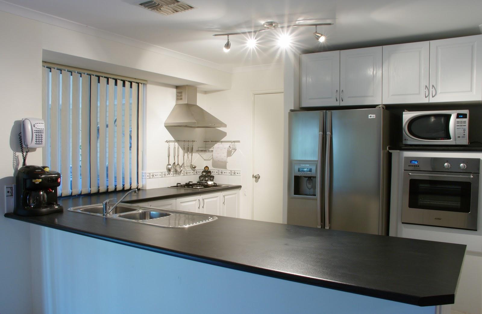 Modern_kitchen_gnangarra.JPG